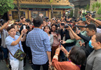 VN social media-inspired chaos at comedian's funeral