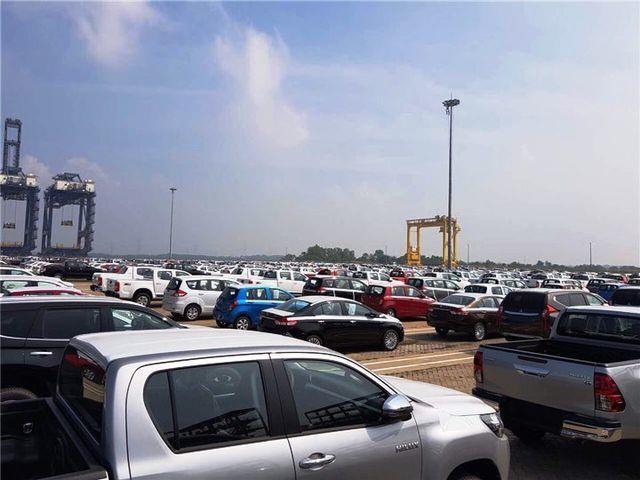 Ô tô nhập khẩu tăng hàng chục lần, giá xe giảm... nhẹ