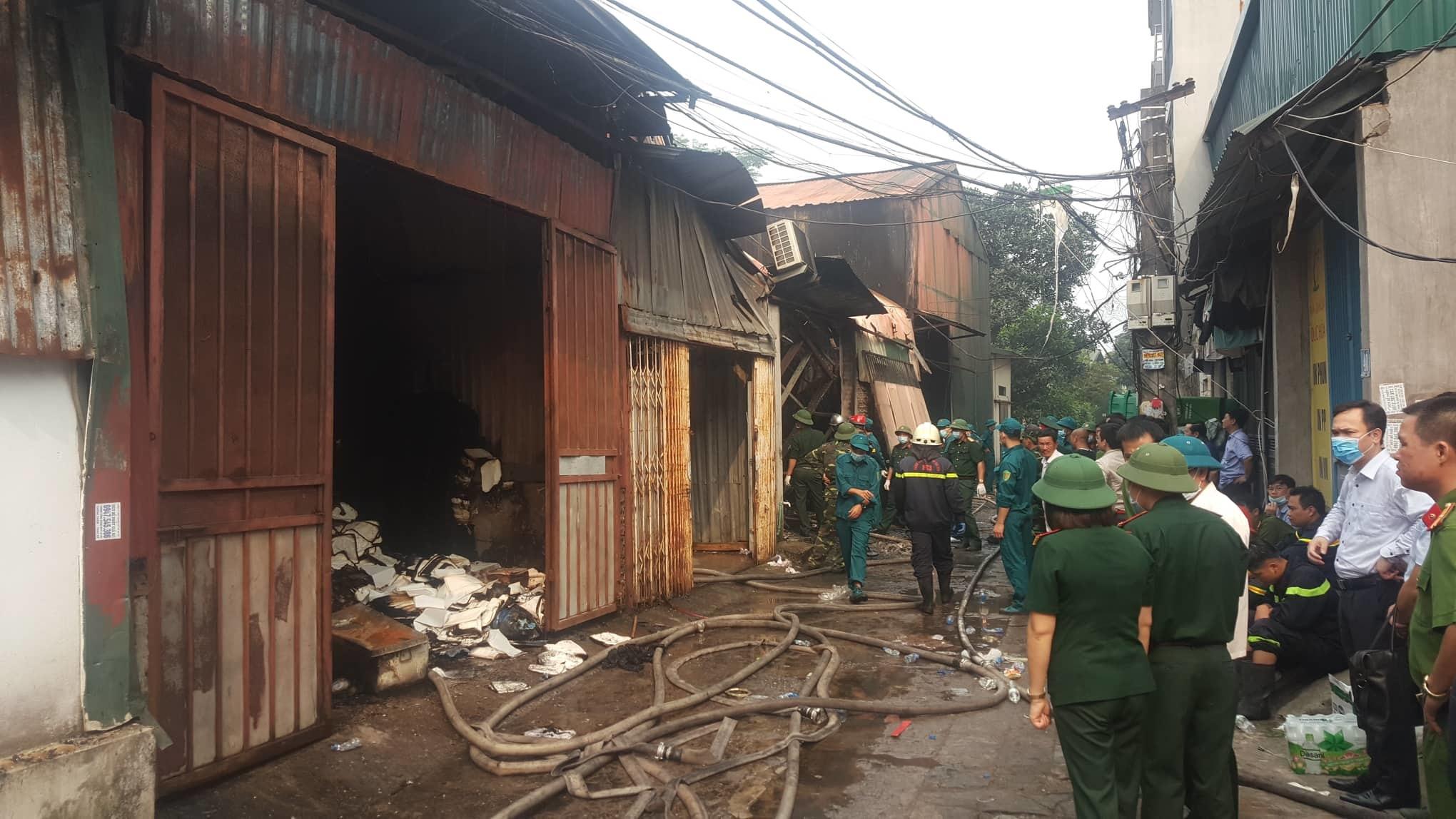 Hiện trường tan hoang vụ cháy 8 người chết ở Trung Văn