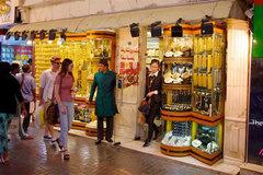 Chợ bán vàng theo cân, mặc cả như mua rau ở Dubai