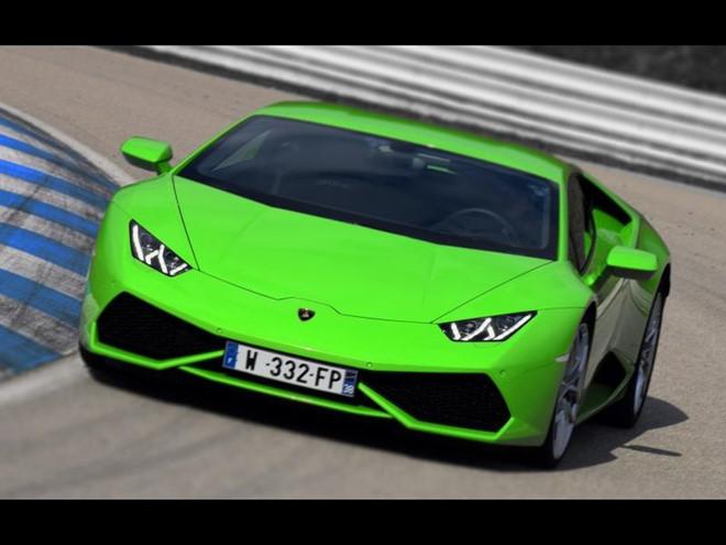 Lamborghini 'hào phóng' tặng siêu xe cho 2 tay đua Moto GP