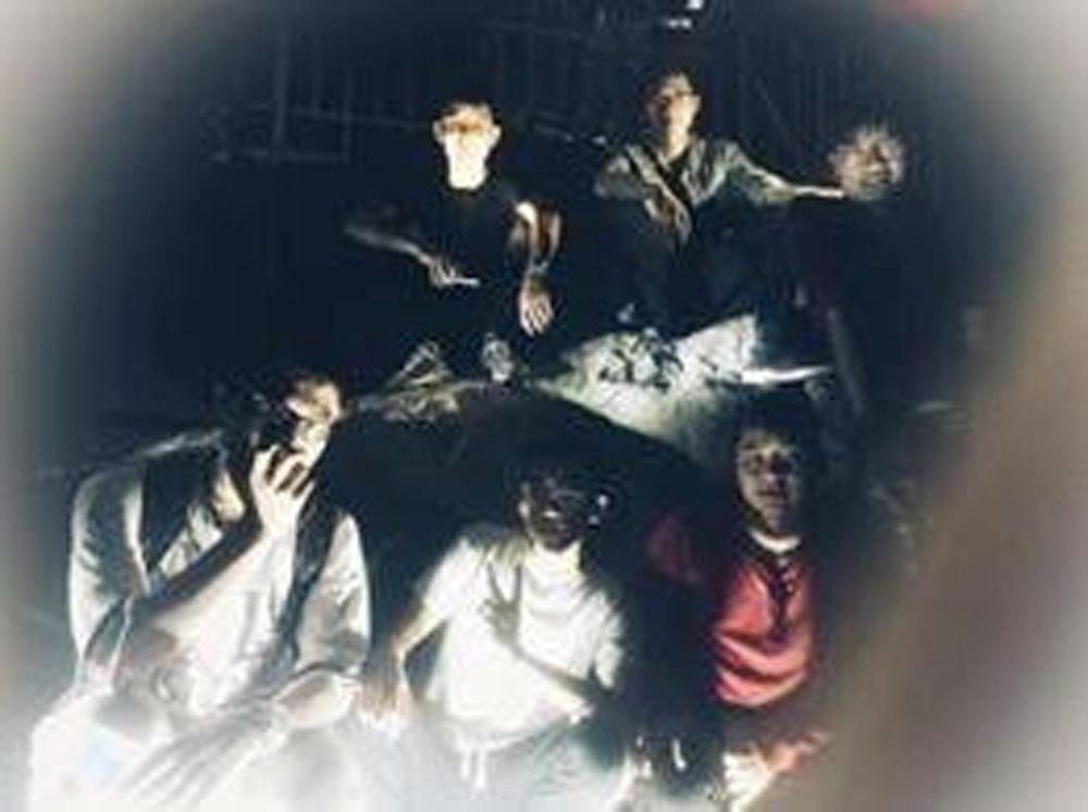 Loạt ảnh 'vừa hài vừa sợ' khi chụp đêm bằng đèn flash