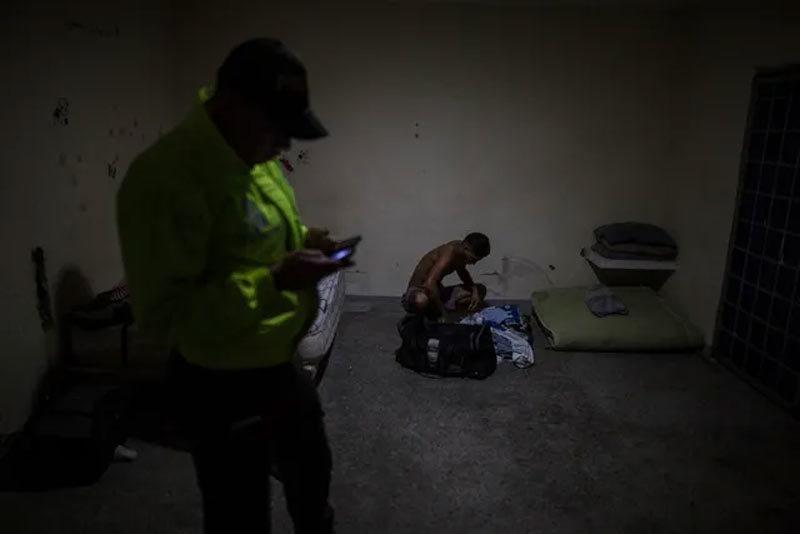 Cảnh người Venezuela khốn khổ vượt biên đi lánh nạn