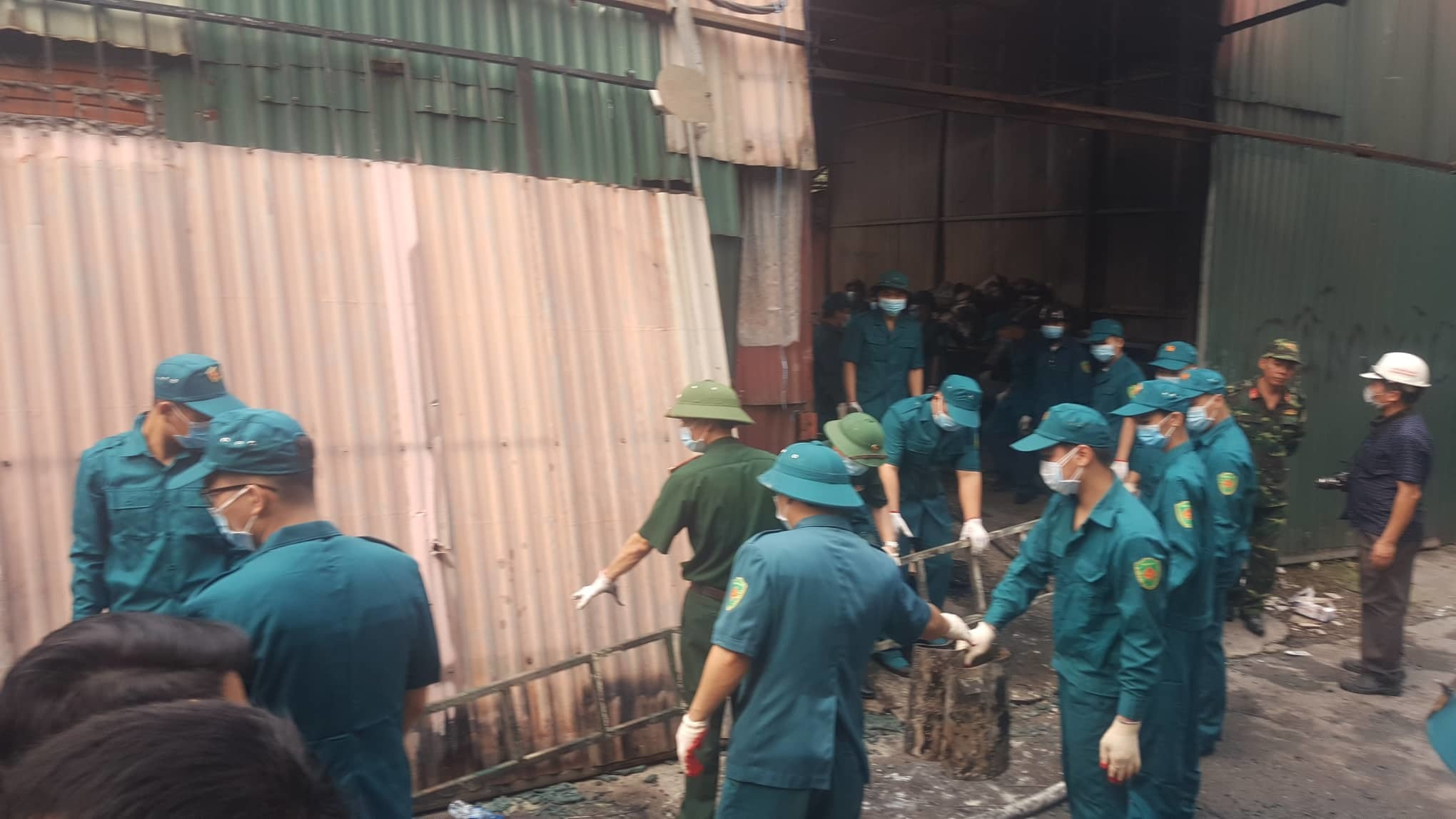 Hanoi: Eight killed, go missing in workshop blaze