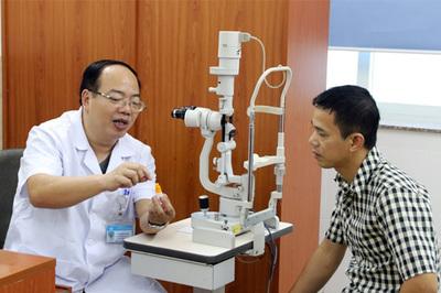 Đau mắt lành tính, dùng sai thuốc chịu cảnh mù lòa