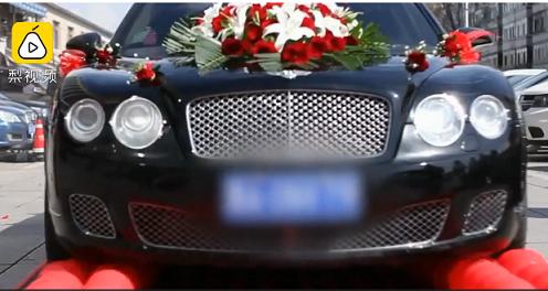 Đại gia dùng xe sang Bentley ép hàng ngàn quả bóng trong ngày cưới