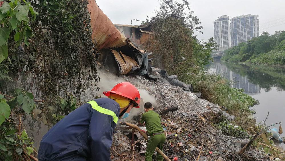 Khu nhà xưởng bị cháy ở Trung Văn là đất lấn chiếm