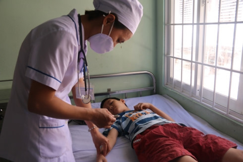 Food poisoning hospitalizes over 70 workers in Hai Duong