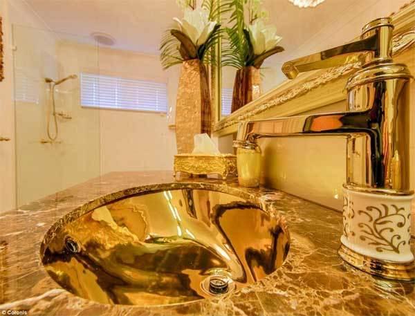 Ngắm ngôi nhà dát vàng từ cổng vào tới toilet