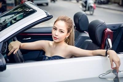 Ngắm hot girl Trâm Anh sexy bên siêu xe