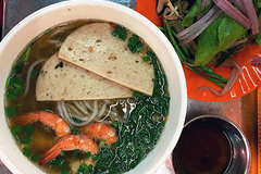 Try authentic Vietnamese gumbo at HCM City market