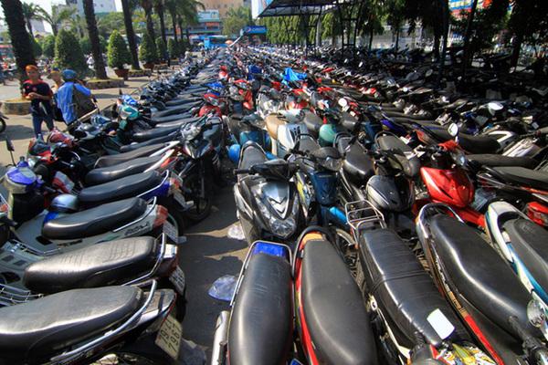 Quan chức hô hào cấm xe máy, dân vẫn mua 3,5 triệu chiếc/năm