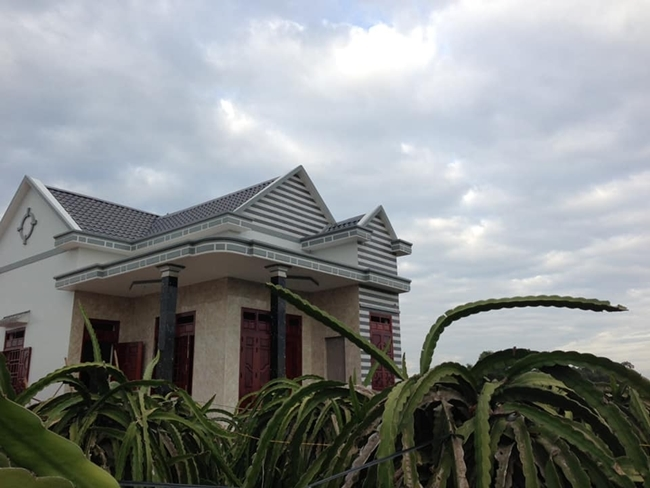 Người đẹp Phan Thiết ở biệt thự 40 tỷ nhưng nhà tại quê lại thế này