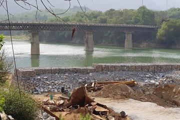 Thủ tướng yêu cầu kiểm tra thông tin DN đổ đá xuống sông Mã