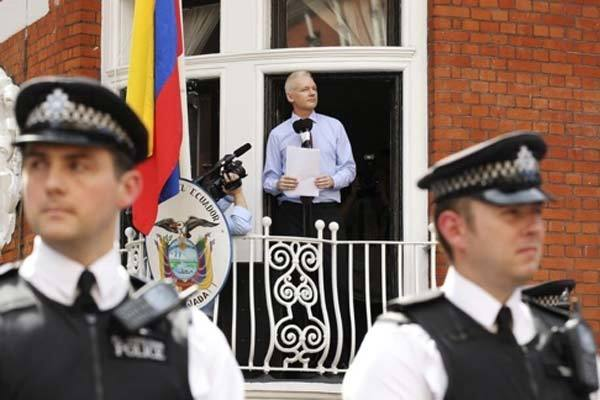 Vụ bắt nhà sáng lập WikiLeaks Julian Assange: Vẫn còn nhiều tranh cãi