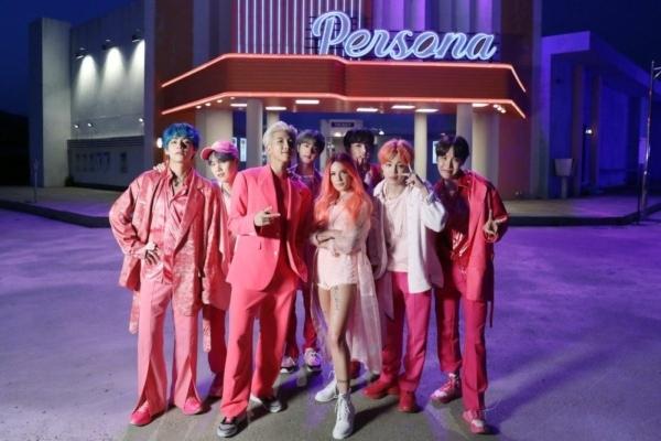 BTS vượt Ariana Grande lập kỷ lục thế giới mới
