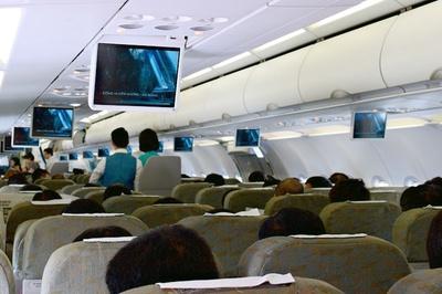 'Cầm nhầm' ví bỏ quên, khách bị an ninh sân bay tóm gọn