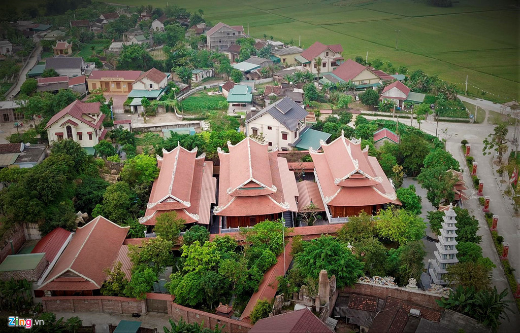 Điện thờ dòng họ dát vàng trăm tỷ ở Hà Tĩnh