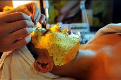 Làm đẹp bằng mặt nạ dát vàng không rõ nguồn gốc: Người dùng 'giao trứng cho ác'
