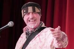 Diễn viên hài độc thoại Ian Cognito chết trên sàn diễn bởi cơn đau tim