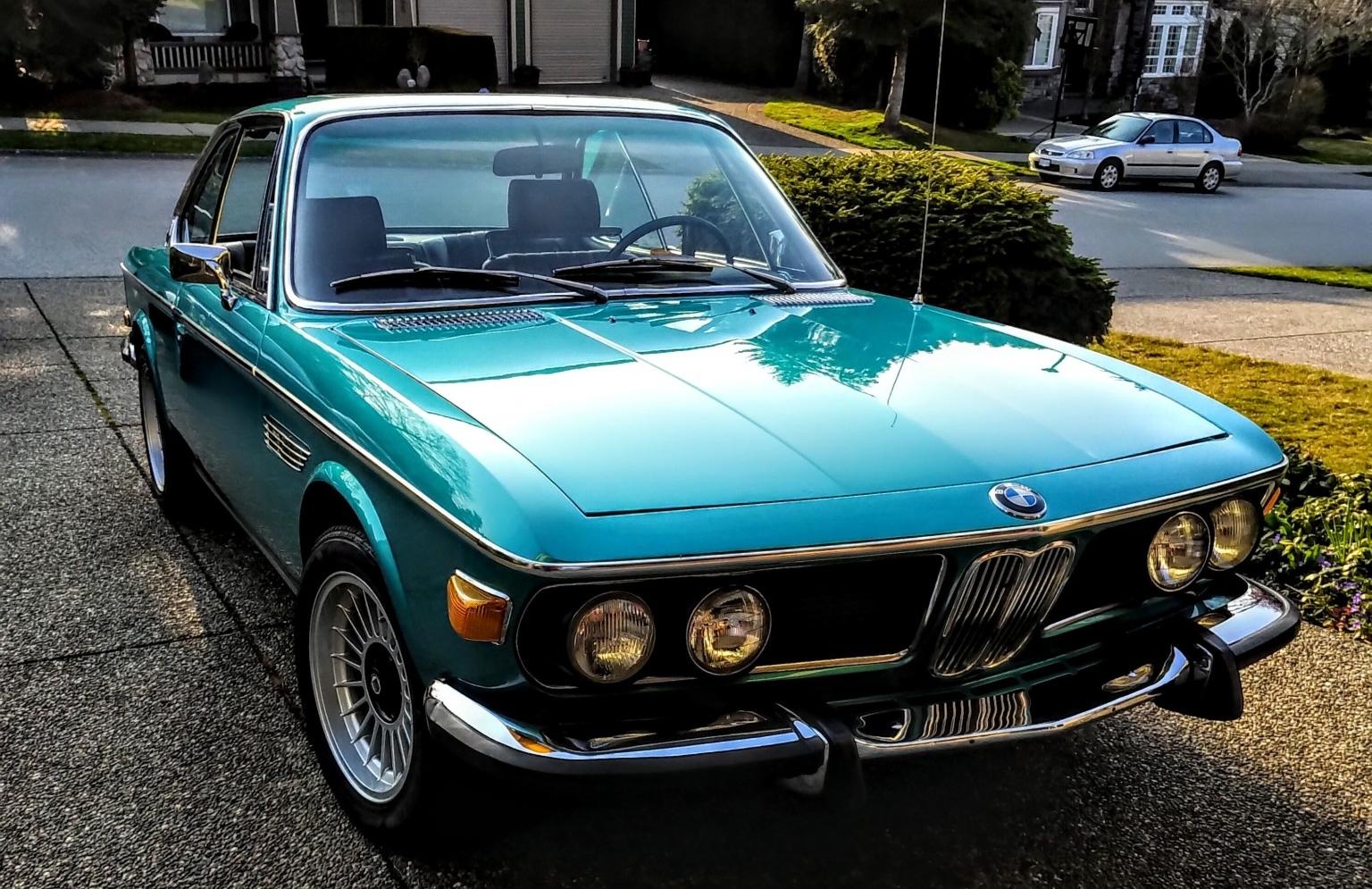 Hàng độc BMW cổ màu 'lạ' đang được bán đấu giá