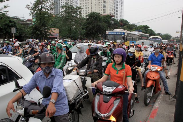 Huge congestion as people leave Hanoi for holiday