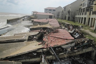 Quang Nam seeks to save Cua Dai Beach from erosion