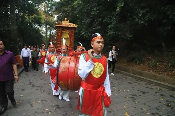 Hàng vạn người dâng hương Giỗ Tổ