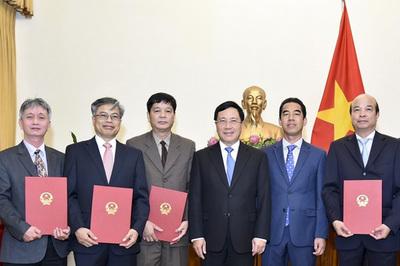 Phó Thủ tướng trao quyết định bổ nhiệm 4 Tổng lãnh sự