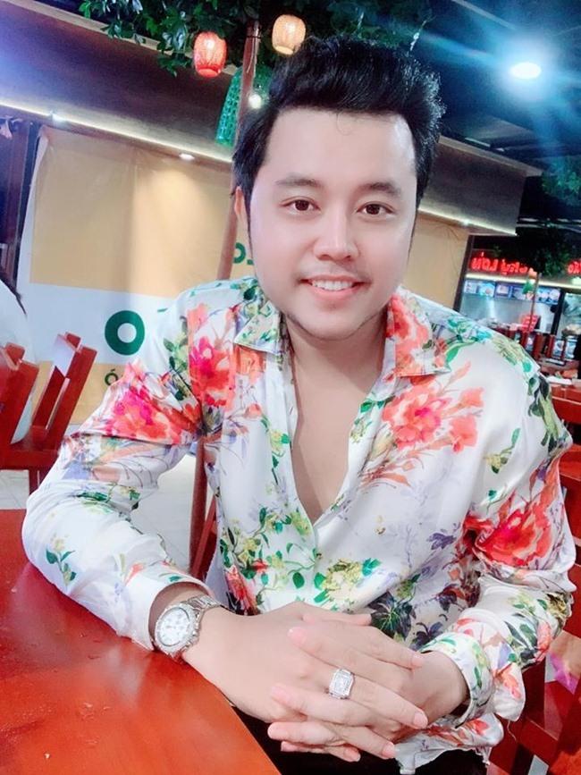 Chia tay nữ tỷ phú U60, Vũ Hoàng Việt đang sống thế nào?