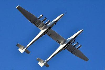 Xem máy bay 'khủng' nhất thế giới lần đầu tung cánh trên bầu trời