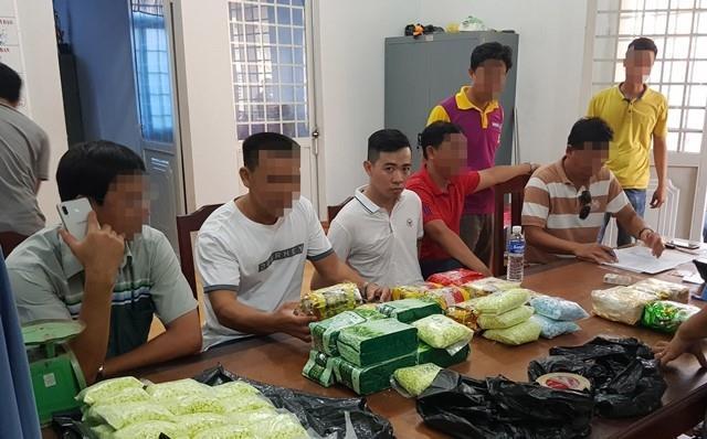 Bắt 2 người chuyển 26 kg ma túy từ Campuchia về Việt Nam tiêu thụ