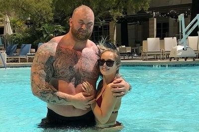 Chuyện tình 'đũa lệch' cao hơn vợ nửa mét của sao Game of Thrones
