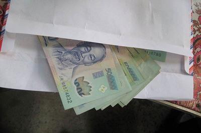 Bắt cán bộ vòi tiền doanh nghiệp ở Sài Gòn