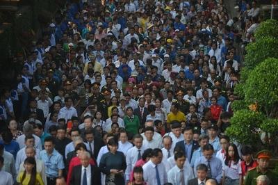 Nghìn người Sài Gòn dâng hương tưởng nhớ Vua Hùng