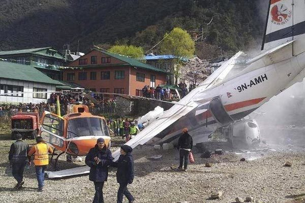 Máy bay đâm trực thăng, nhiều người thương vong