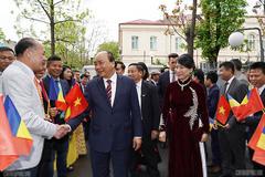 Thủ tướng thăm hỏi bà con kiều bào tại Romania
