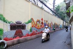 Mural paintings remind Hanoians of Ngoc Ha flower village