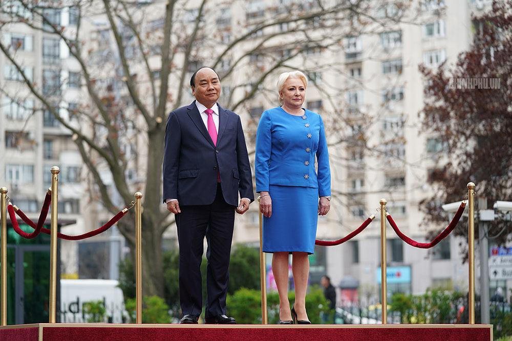 Thủ tướng Romania chủ trì lễ đón Thủ tướng Nguyễn Xuân Phúc