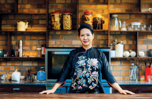 Businesswoman promotes Vietnamese traditional dishes