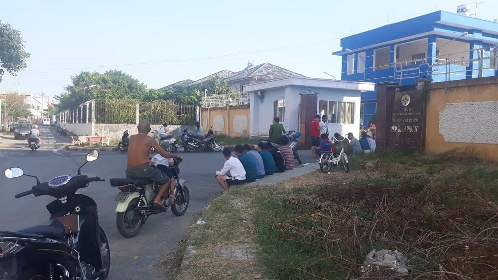 Nổ trạm biến áp, mất điện diện rộng ở Sài Gòn ngày nóng 40 độ