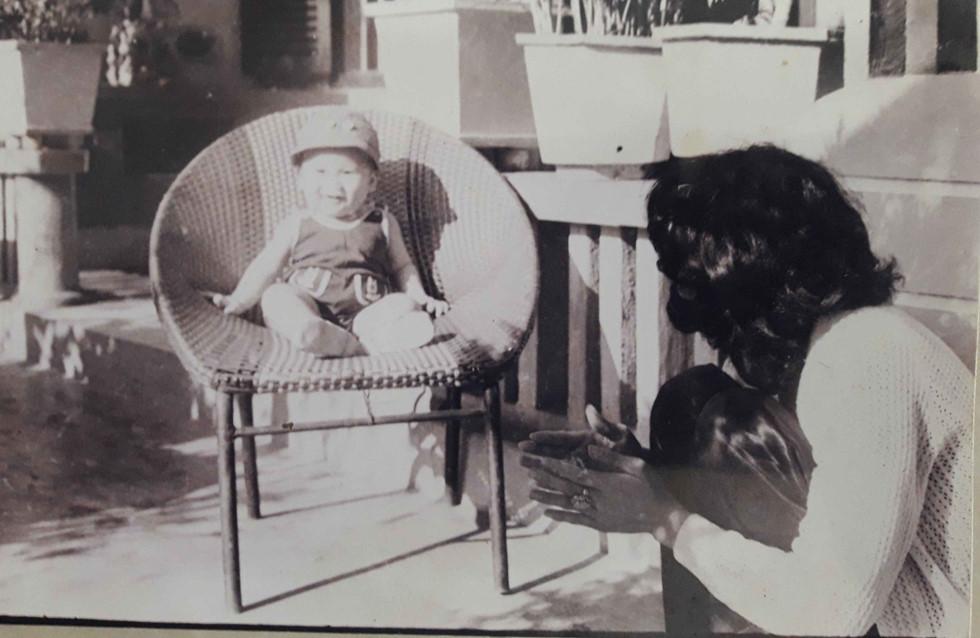 Con trai bị đưa đi châu Âu, mẹ Việt hóa điên và cuộc gặp sau 43 năm