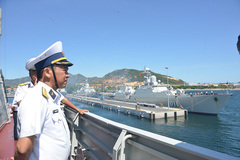 Two Vietnamese frigates visit China