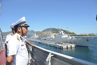 Two Vietnamese frigates visit China