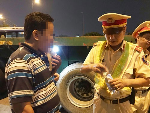 HCM City struggles to deal with drug-positive truck drivers