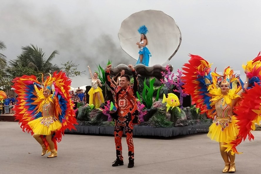 Street carnival at Sam Son Sea Festival 2019