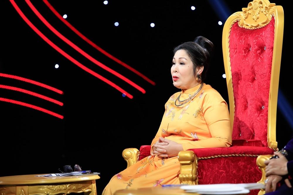 Kim Tử Long rối rít 'xin lỗi' Hồng Vân vì màn xưng hô của thí sinh Sao Nối Ngôi