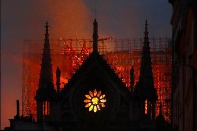 """Chỉ mặt """"thủ phạm"""" gây cháy Nhà thờ Đức Bà Paris"""