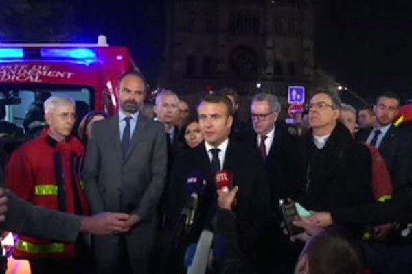 Nhà thờ Đức bà cháy trơ khung, Tổng thống Pháp 'thề' xây lại lập tức