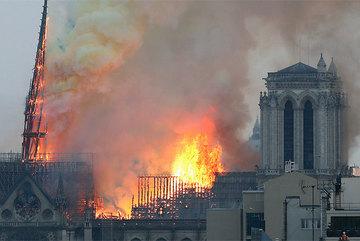 Vụ cháy Nhà thờ Đức Bà Paris được tiên tri từ trước?